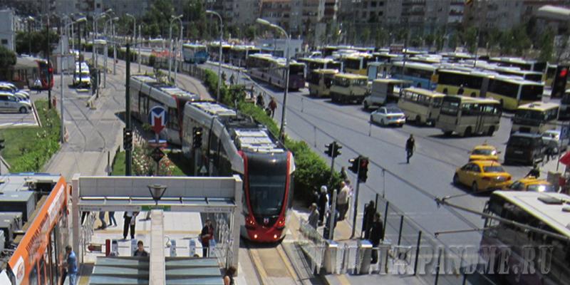 Трамвай в Стамбуле ходит по одной длинной линии