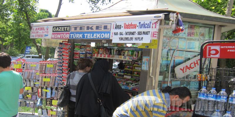 В таких киосках можно купить Истанбулкарт и пополнить ее баланс