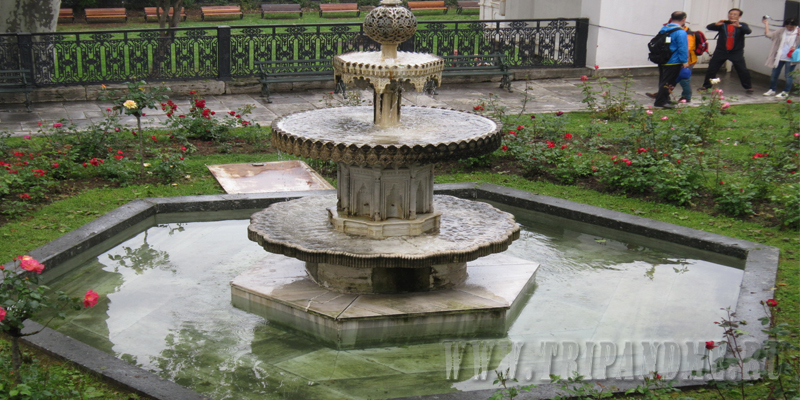 Фонтаны во дворце Топкапы можно увидеть в каждом дворе