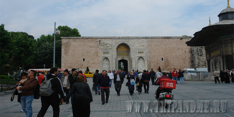 Вход во дворец Топкапы через главные ворота