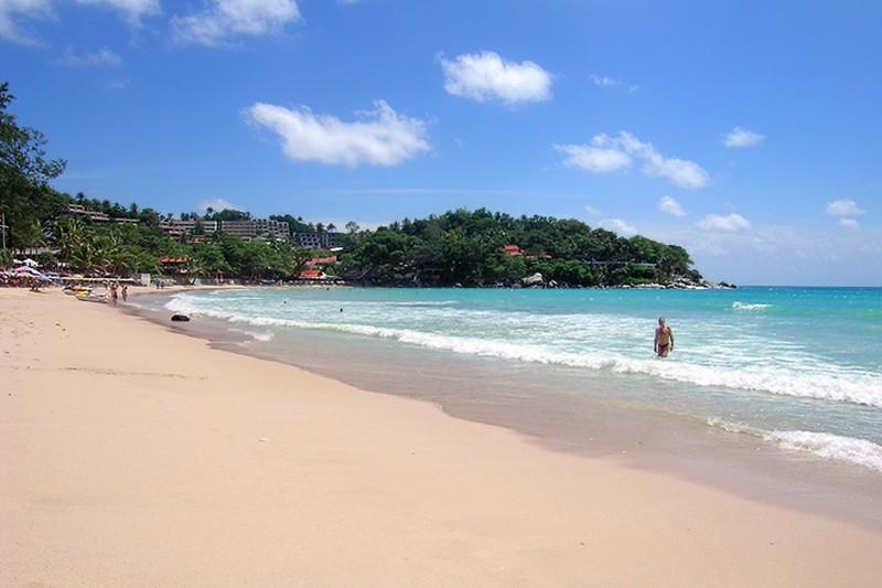 пхукет лежаки на пляже