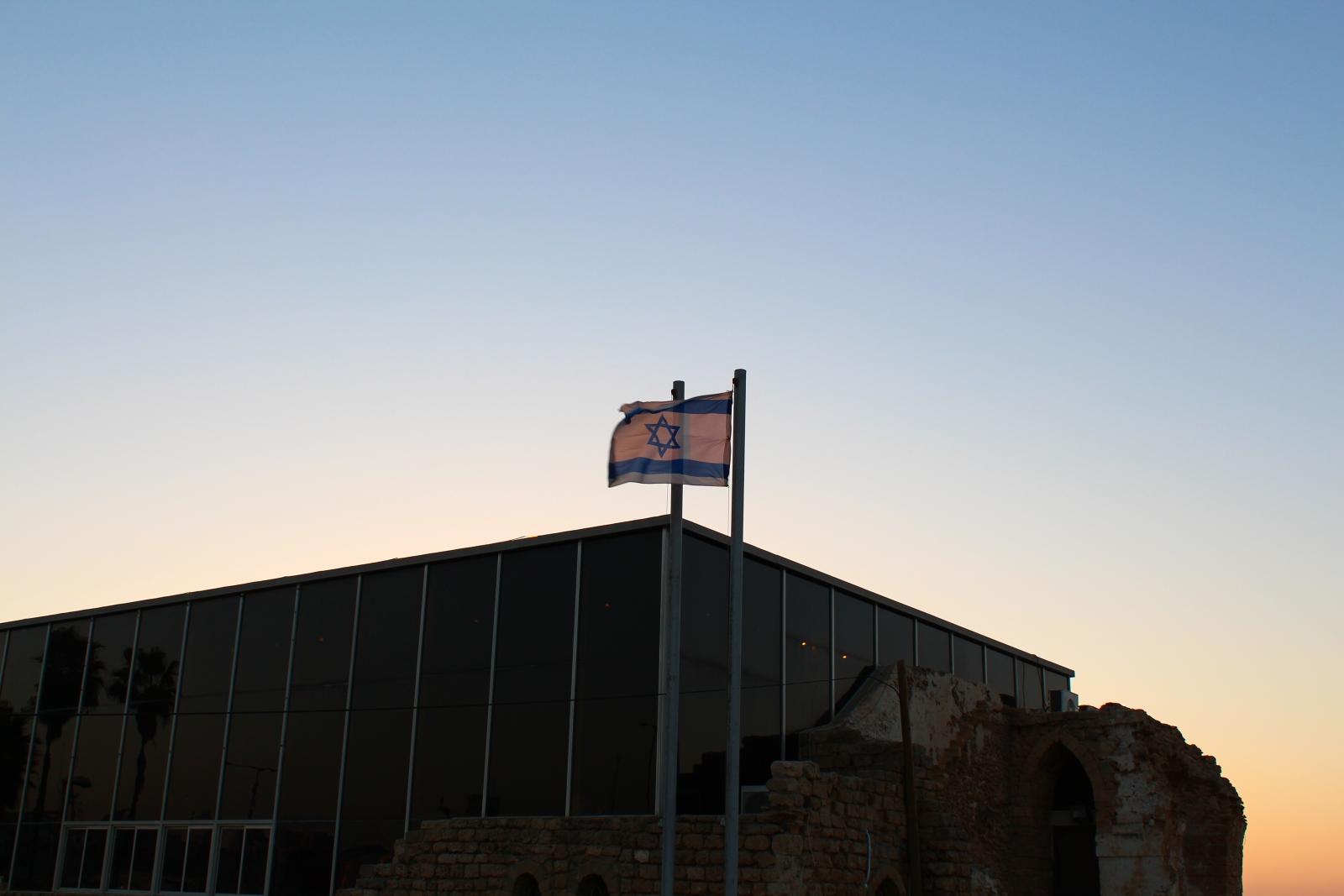 Израильтяне гордятся своим флагом ничуть не меньше американцев