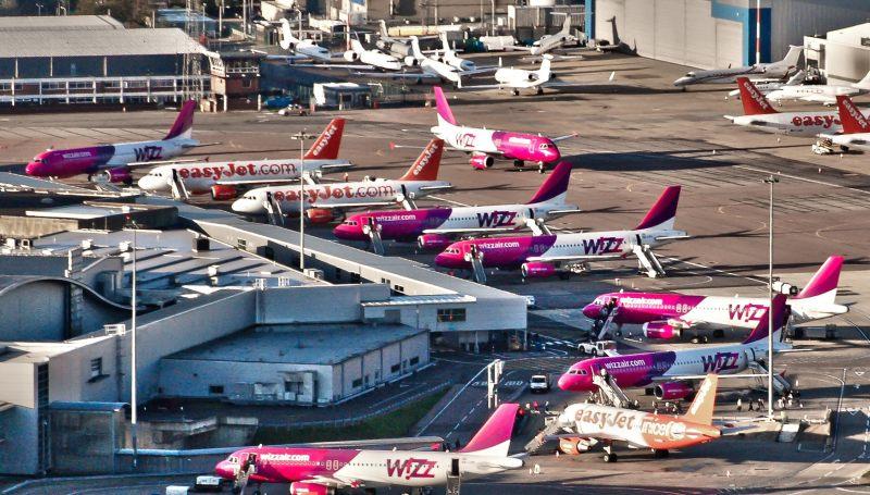 Самолеты Визз в аэропорту Будапешта