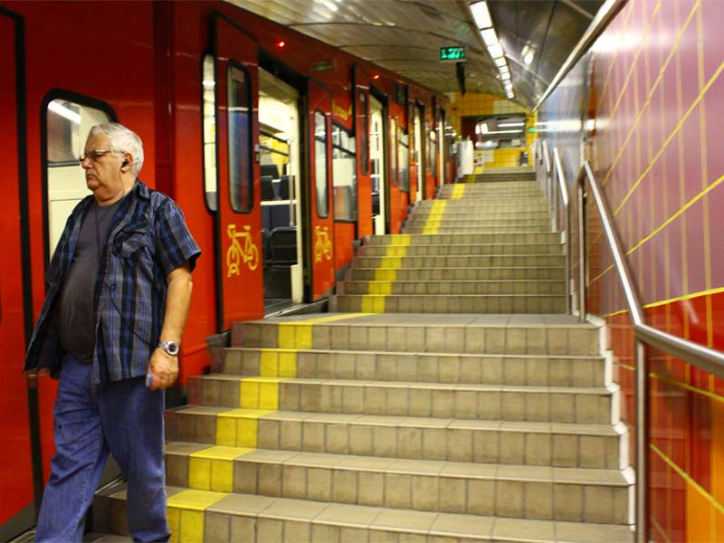 Haifa-Metro-poezd-na-stanci