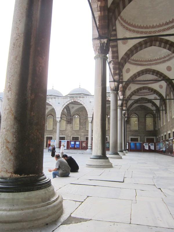 Внутренний двор мечети Султанахмет