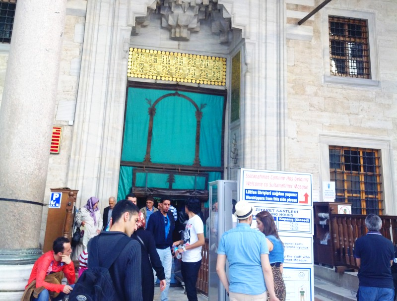 вход в Голубую мечеть