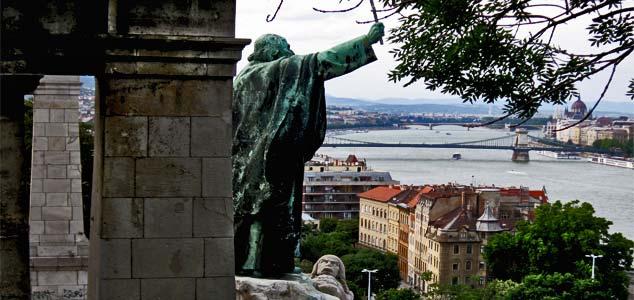памятник Геллерту на горе