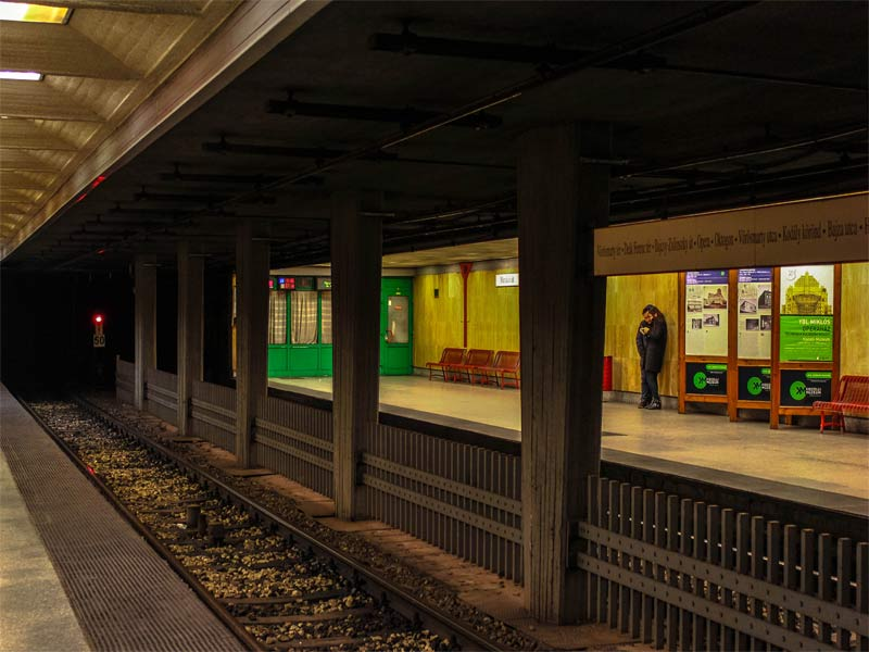 Платформа станции линии M1 метро Будапешта