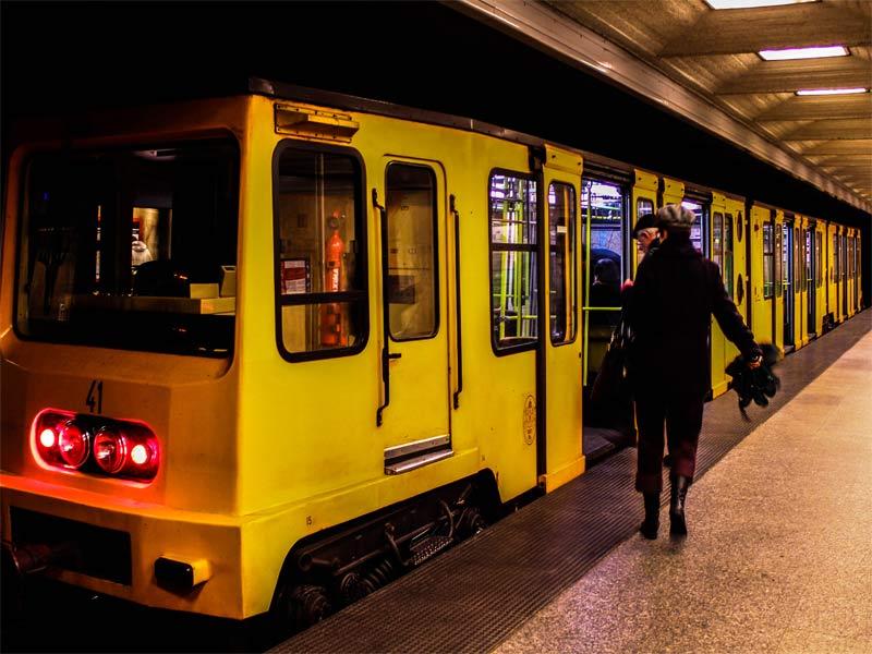 Поезд линии M1 метро Будапешта