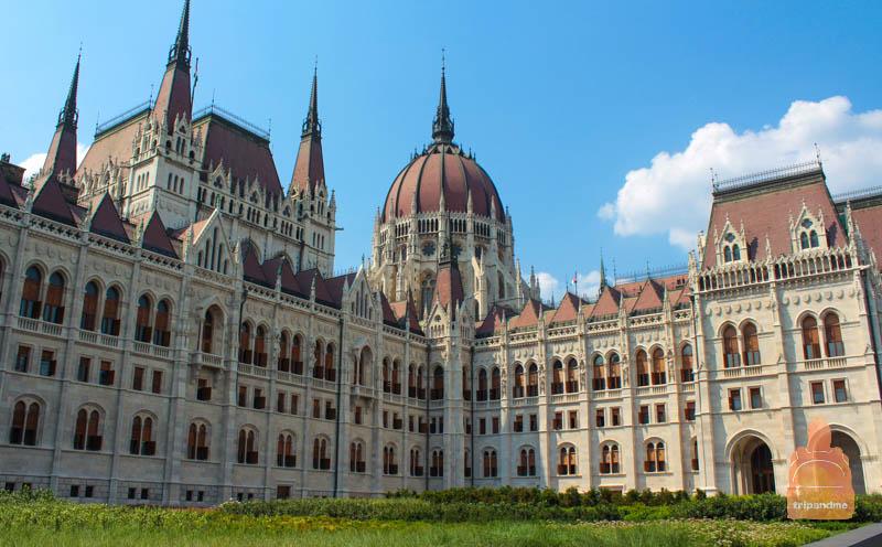 Маршрут начинается от здания венгерского парламента
