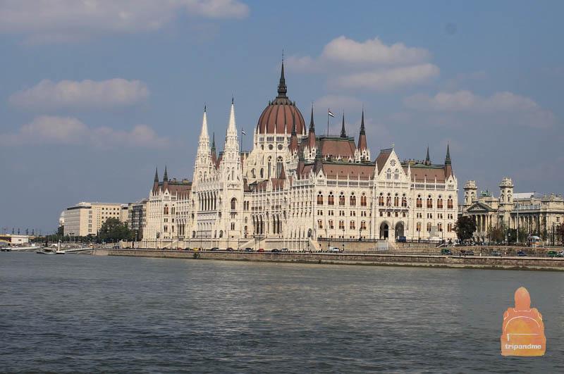 Прокатившись на трамвайчике по реке, можно увидеть многие достопримечательности Будапешта