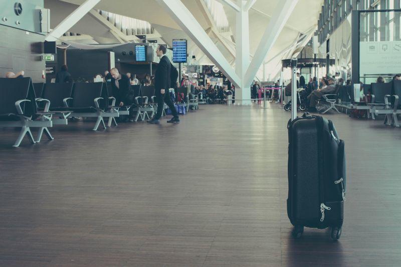 Выпустят ли за границу на самолете с ипотекой