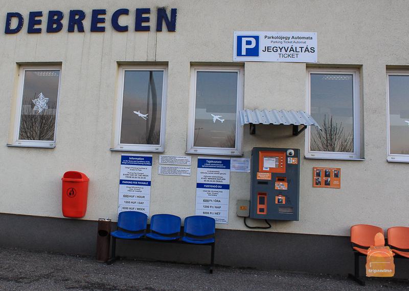 Так выглядят автоматы для оплаты парковки в аэропорту Дебрецена