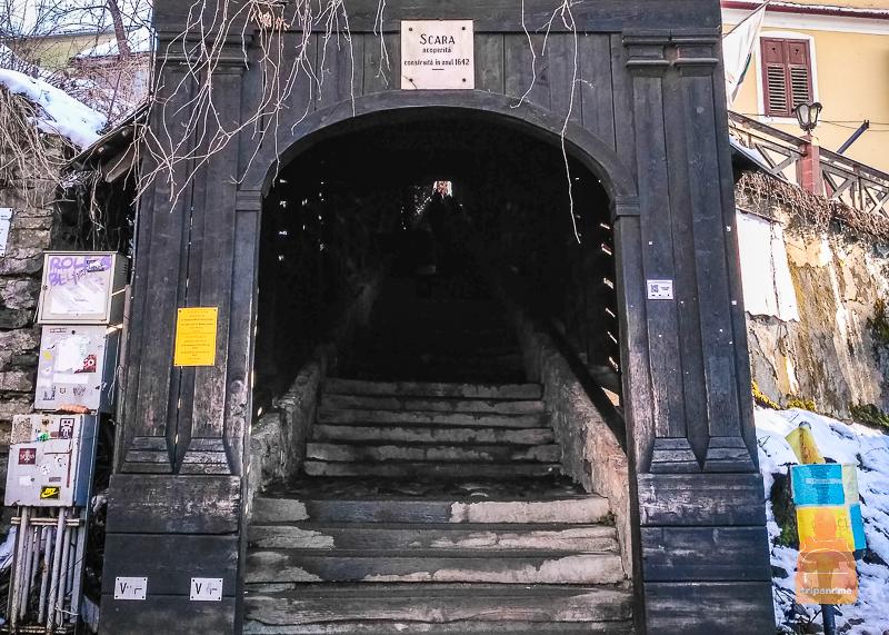 Старая лестница в старый город
