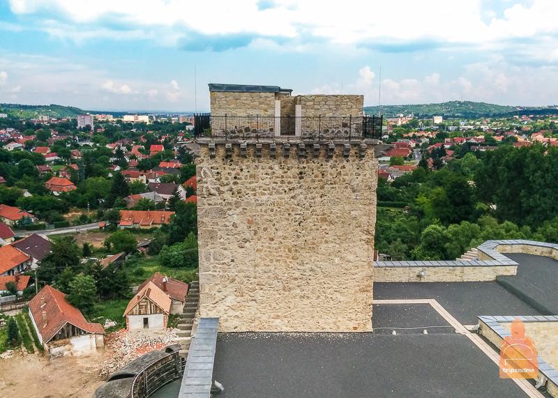 Можно подняться на одну из башен
