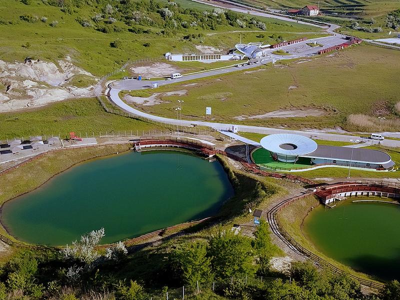 Соляные бассейны рядом с шахтой