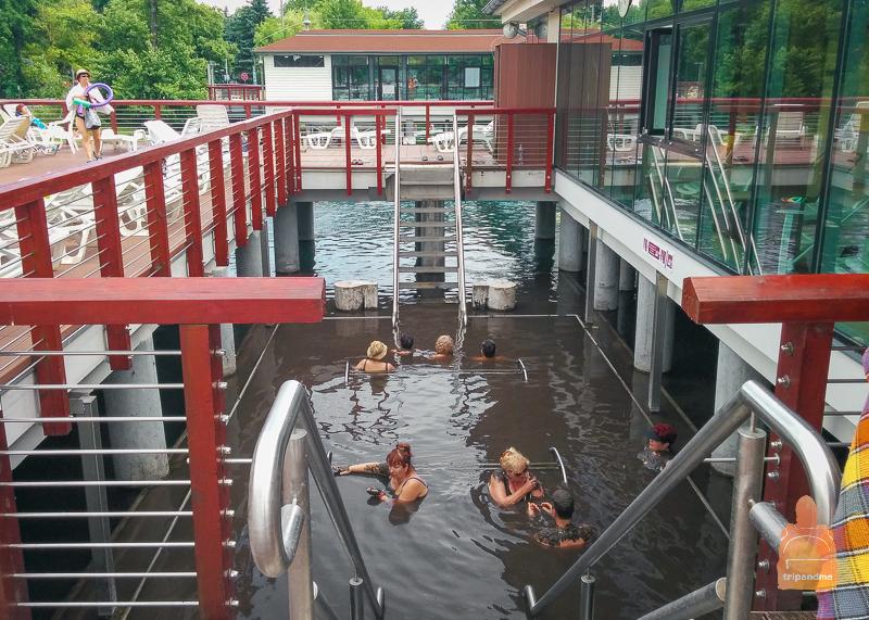 Грязевой бассейн в озерной купальне