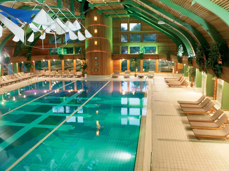 Шикарный бассейн при отеле