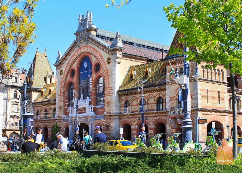 Крыша Центрального рынка украшено