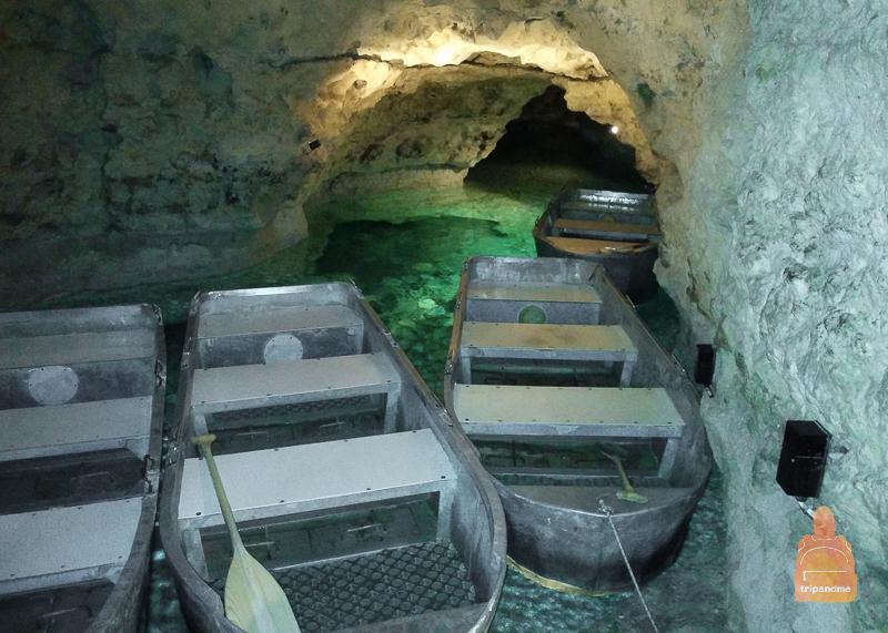 Лодки в пещере с водой
