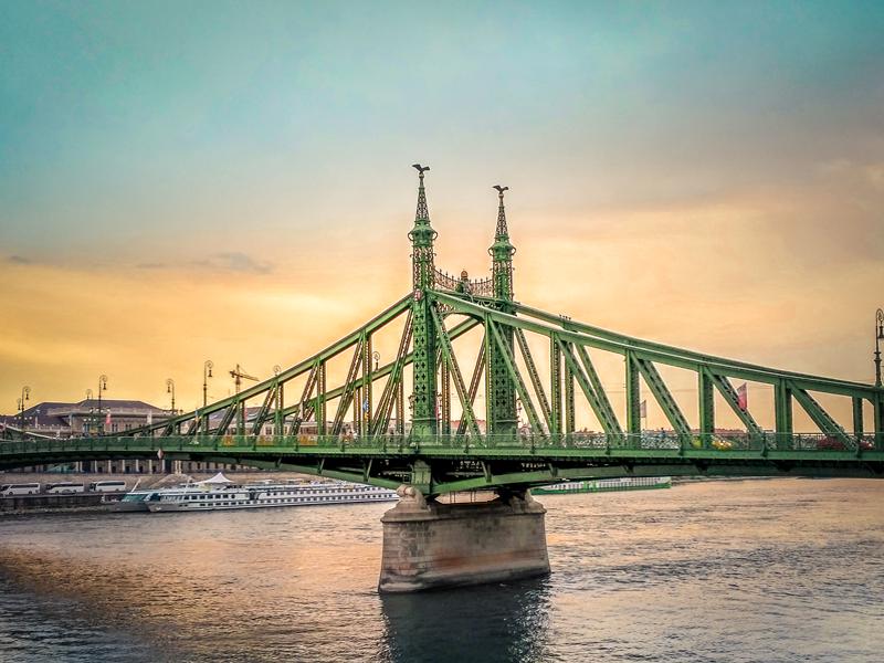 Мост Свободы на рассвете