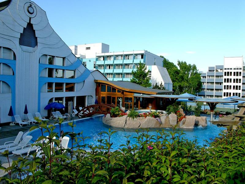 В Хевизе можно снять отель без питания и с питанием