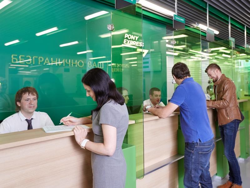 В центре работают специалисты по приему документов