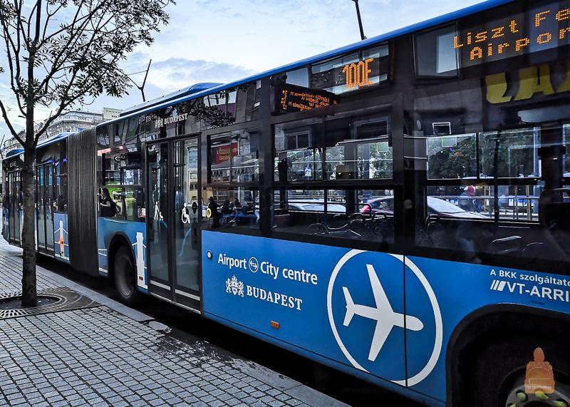 Автобус 100Е останавливается только в трех местах