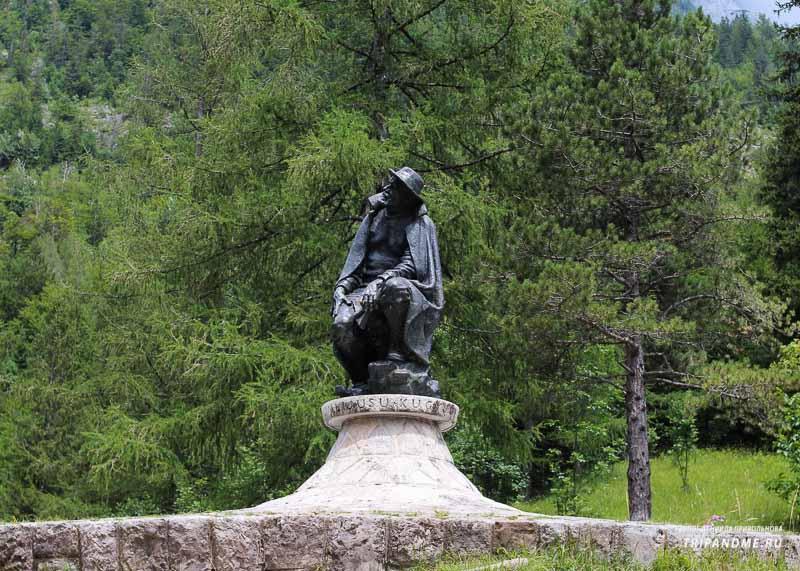 Памятник Юлиусу Куджи в Словении