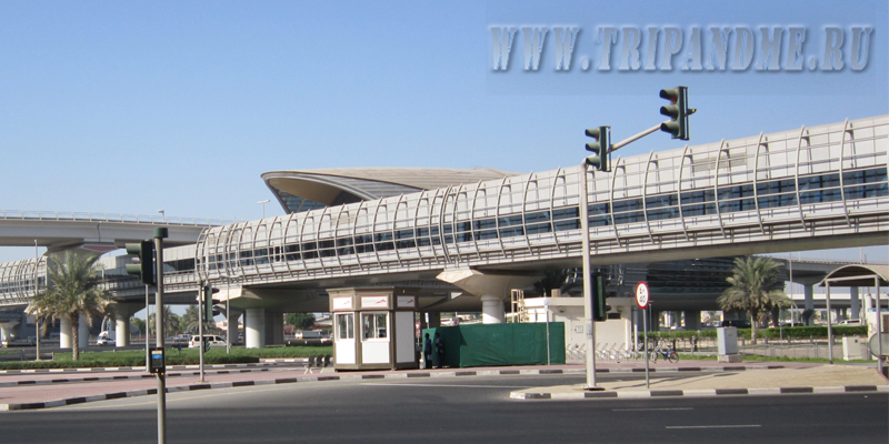 Станция и переход в метро Дубае
