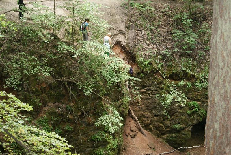 Ичалковские пещеры несколько, спуститься можно не во все