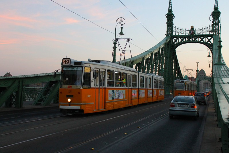 budapest_tram_most