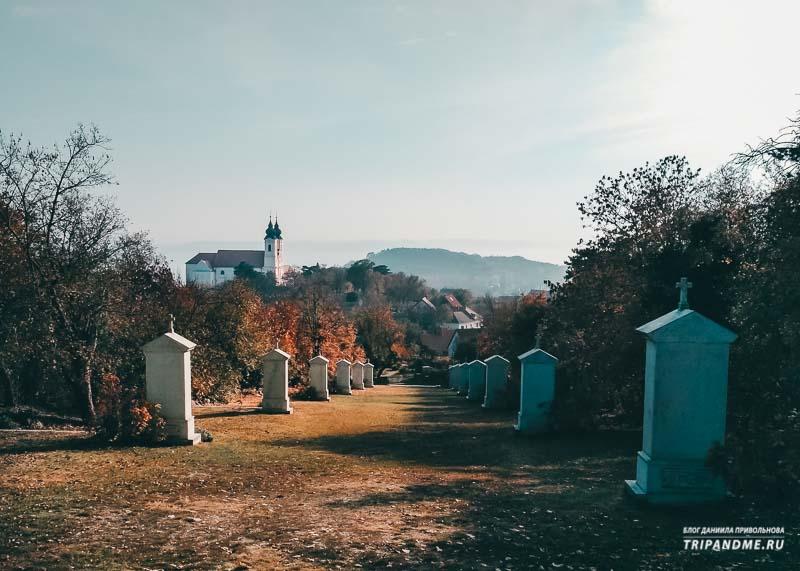 Путь Христа в Тихани на холме Голгофа