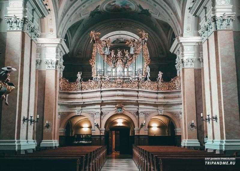 Фото Тиханьского аббатства изнутри