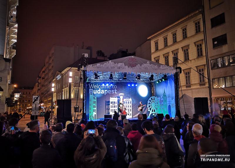 Сцена на рождественской ярмарке в Будапеште