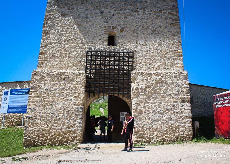 Как добраться и сколько стоят билеты чтобы попасть в крепость Рышнов