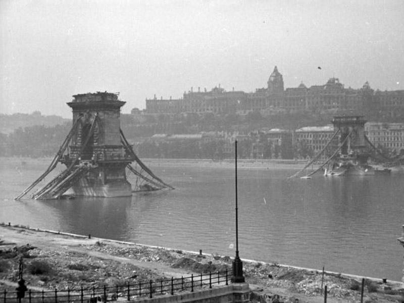 Цепной мост после взрыва фашистами
