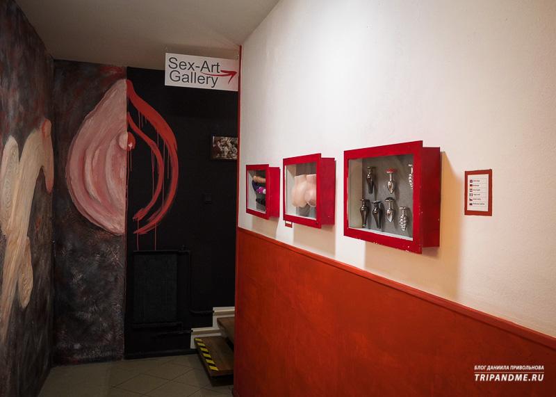 Целый этаж музея эротики и секса отведен под картинную галерею