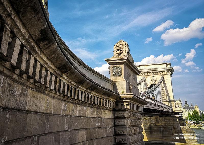 Каменные львы на Цепном мосту
