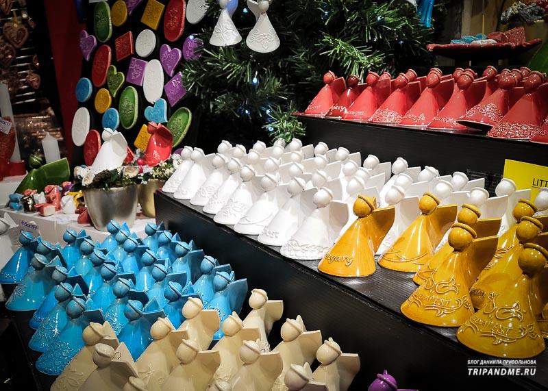 Сувениры из керамики на ярмарке в Будапеште