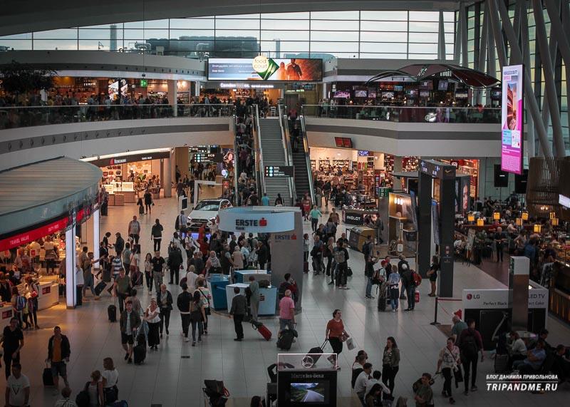 Большой зал ожидания в аэропорту Будапешта