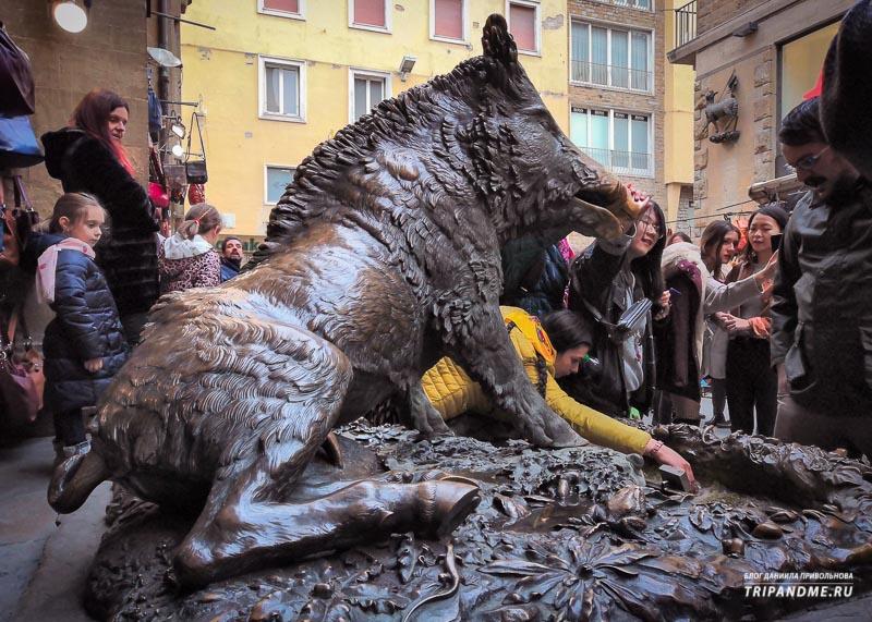 Памятник кабану во Флоренции
