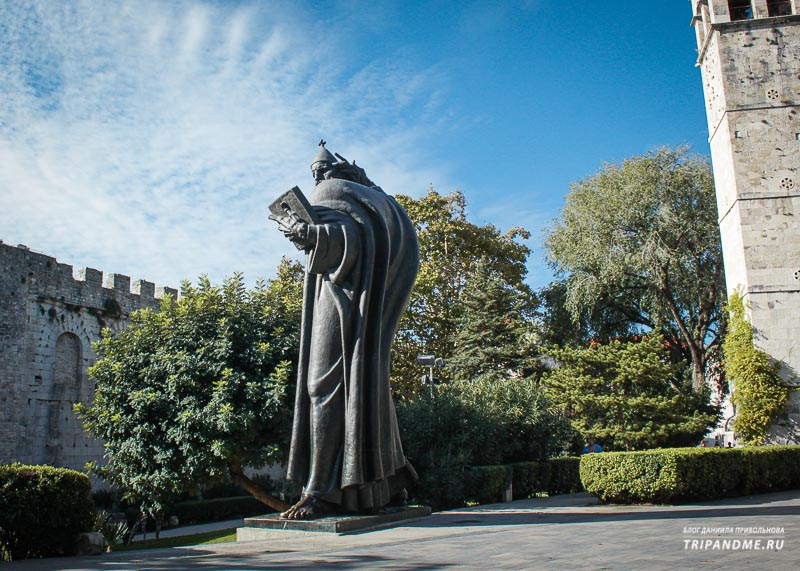 Памятник епископу Гргуру Нински в Сплите
