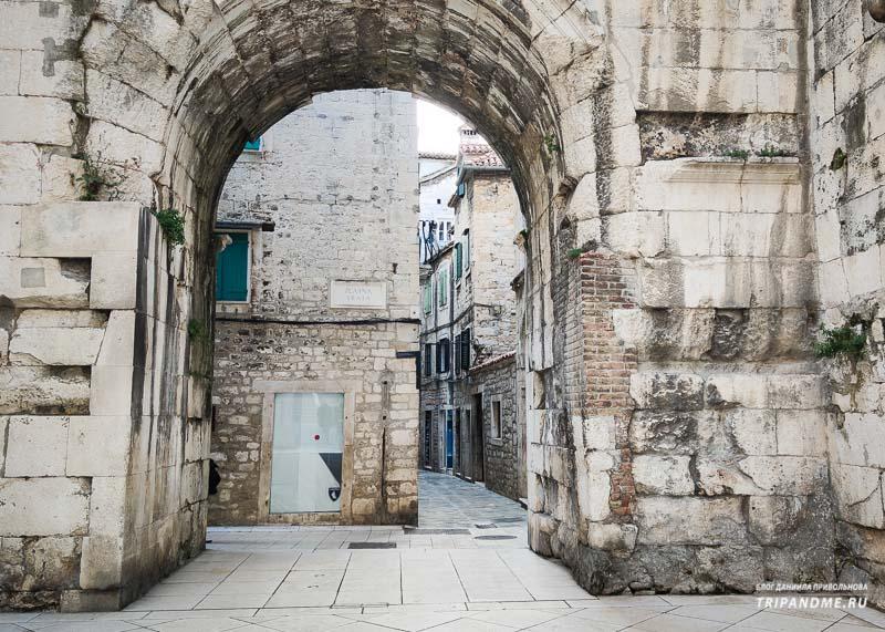 Золотые ворота Дворца Диоклетиана в Сплите