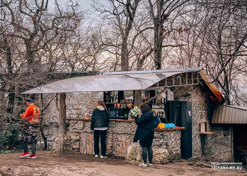Кафе у памятника Прометея