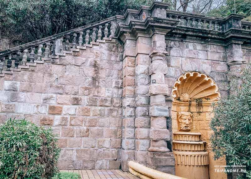 Лестница к санаторию начинается от Курортного проспекта