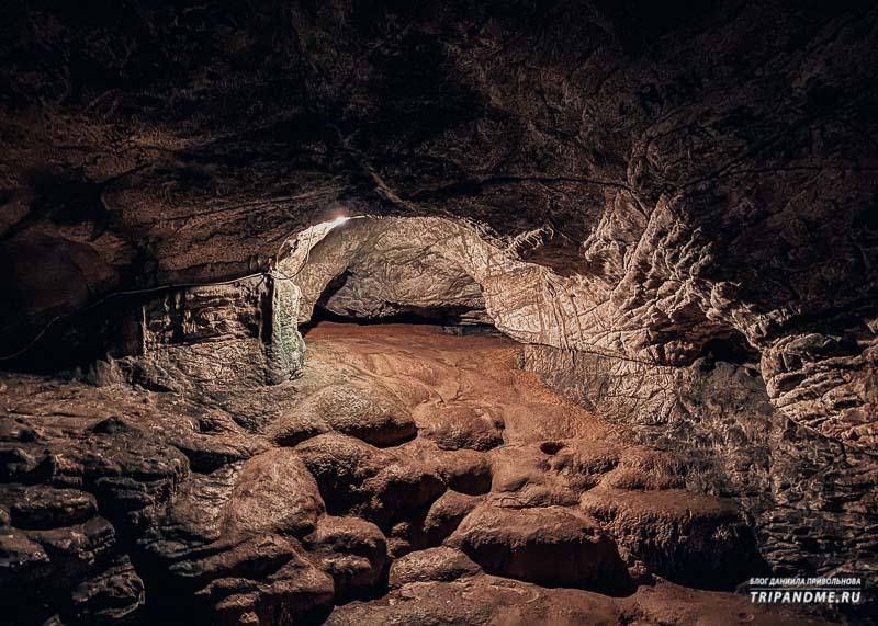 В пещере есть два небольших зала