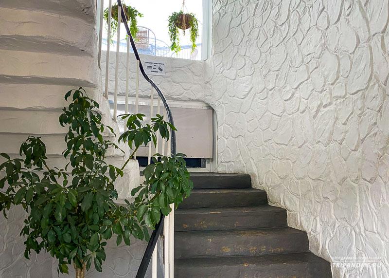 Винтовая лестница ведет на вершину башни