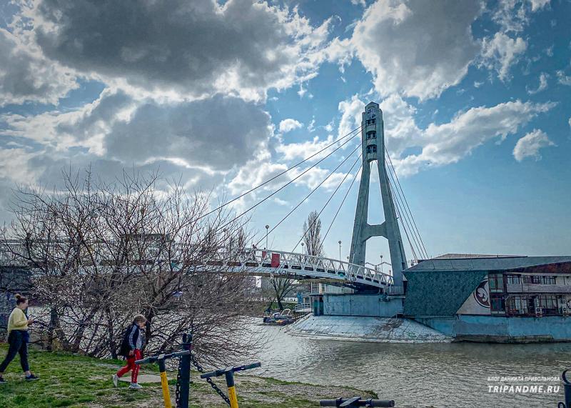 Вид на мост Поцелуев со стороны полуострова