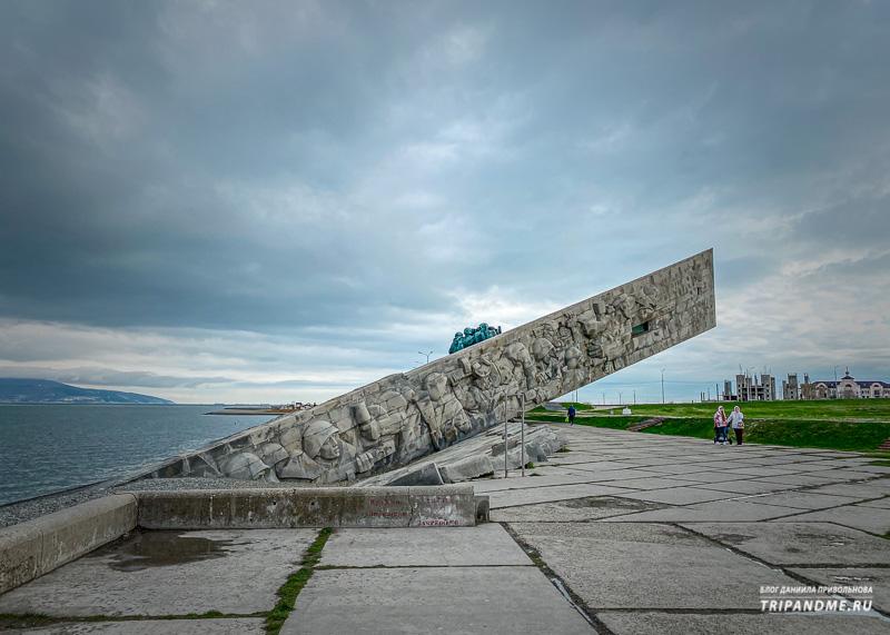 Барельеф на одной из сторон мемориала